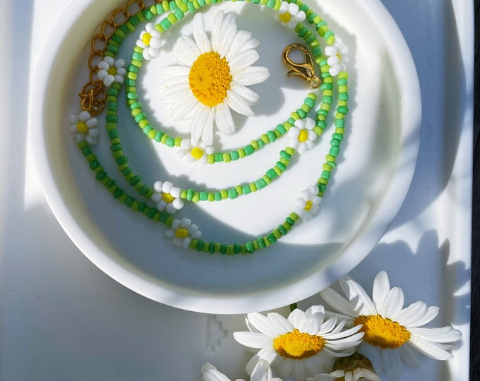 GREEN DAISY Chain of April & Cloud