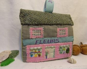 Decorative textile House embroidered patchwork House, House, Florist Shop, foam and fabric.