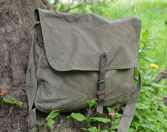 Distressed canvas bag - Vintage army canvas bag - Messenger bag - Green khaki bag - Haversack bag - Shoulder bag - Front Leather strap