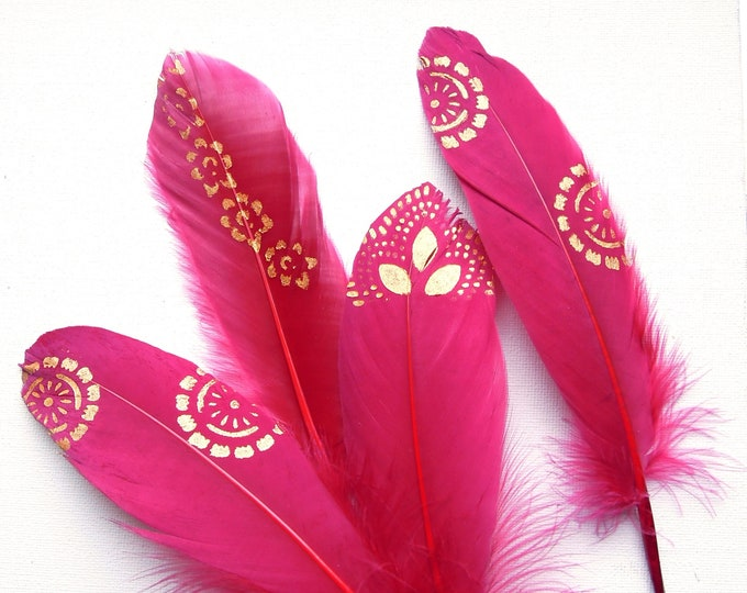 Red gold painted feathers, Boho feather decor, Red gold feathers, Burgundy red quills, Gold painted feathers, Dreamcatcher feathers