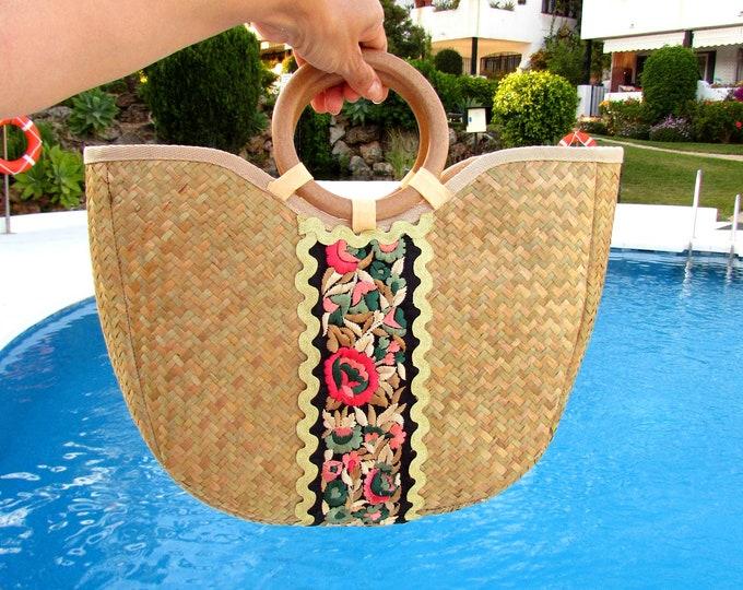 Straw handbag, Handwoven holiday straw bag, Straw tote wood handles, Seagrass purse with zip closure, Woven Pandanus decorated handbag