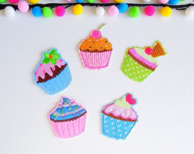Set of 5 Iron on Cupacake patches - Cupcake appliques - Cupcake patches - Sweets, cakes patches ideal for aprons, tea pot or mug cozies