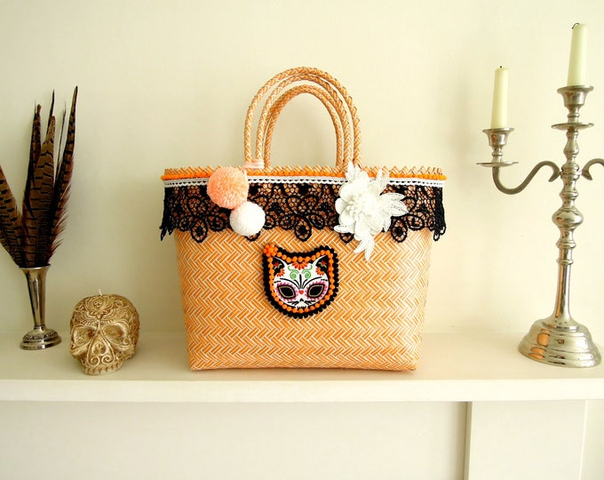 Cat pom pom tote 100% unique - Mexican cat market bag - Hand-woven recycled plastic bag  for cat lovers - Cool cat city and beach pompom bag