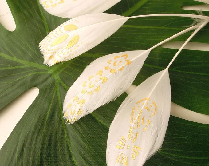 10 WHITE gold stencilled stripped feathers, Gold painted eyelash feathers 5 pcs. 11-18 cm, Handpainted white coque real feathers