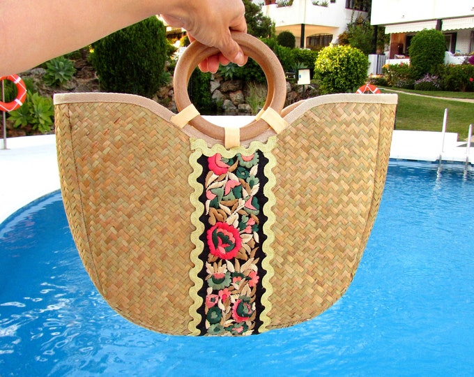 Straw handbag, Handwoven holiday straw bag, Straw tote wood handles, Seagrass purse with zip closure, Woven Pandanus decorated handbag