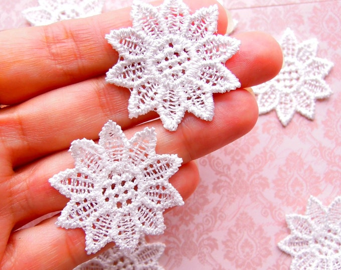 25 White lace flower appliques Small white lace flowers Shabby flower appliques White lace appliques Mixed media Junk journal embellishments