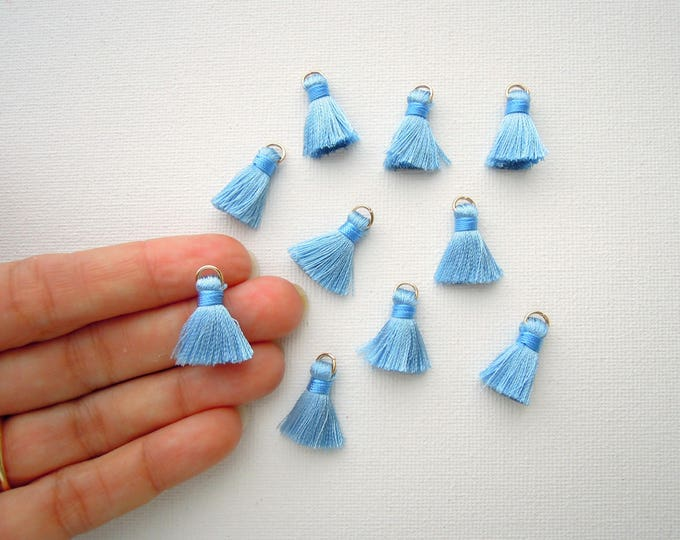 10 Blue jewellery tassels - Small light blue jewelry tassels - Sky blue mini tassels - Tiny blue silky tassels with jump ring