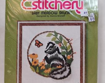 """Jiffy Stitchery """"Baby Meadow Skunk"""" Vintage Crewel Stitch Kit  - Vintage 70s 80s"""