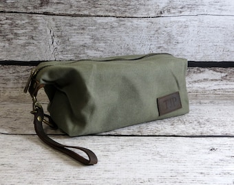 Personalized Mens Travel Bag - Shaving Kit- Monogrammed Dopp Kit- Toiletry Bag - Groomsmen Gift - Gifts for Men - Fathers Day, Graduation