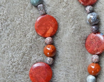 53-61-28. Simple and elegant beaded necklace.