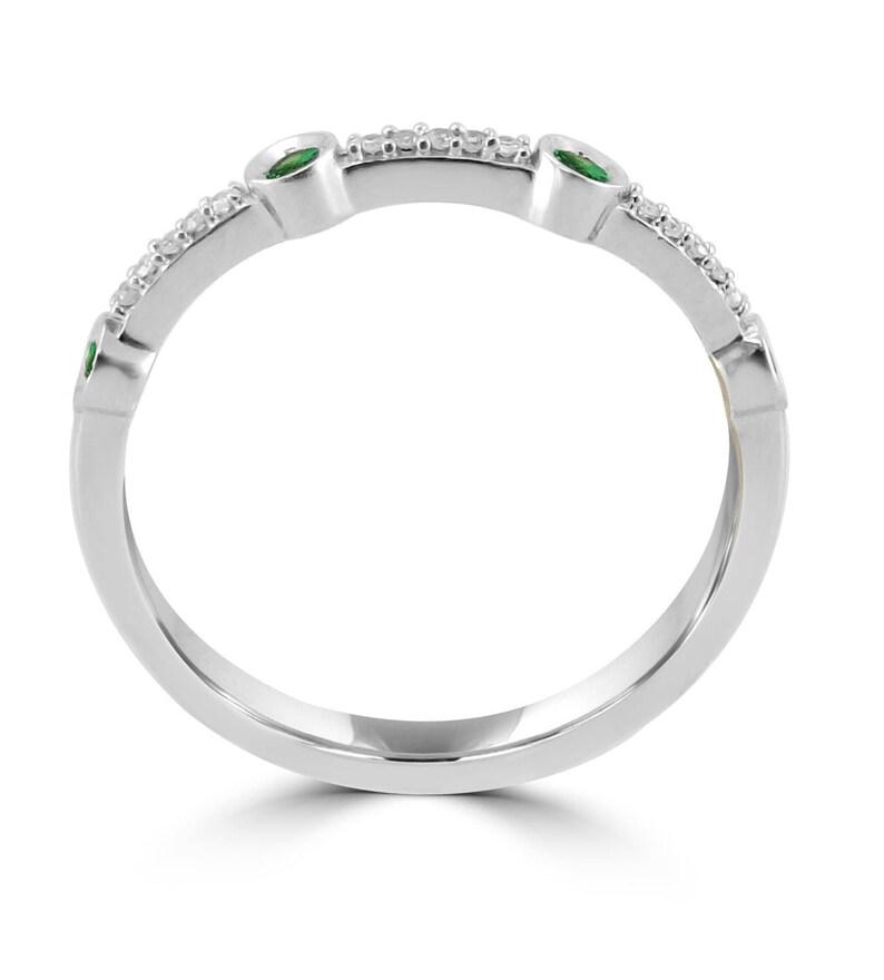 Bezel Set Pave Round Emerald /& Diamond 10k White Gold Wedding Band Ring