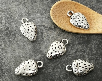Pendants Strawberry pendants fruit charms Strawberry fruit 17 x 10 mm silver metal charms