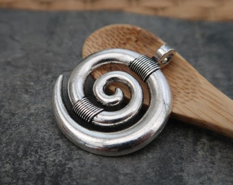Round circle pendant spiral Horn ethnic boho trend, silver, 35 x 28 mm, 1 pc