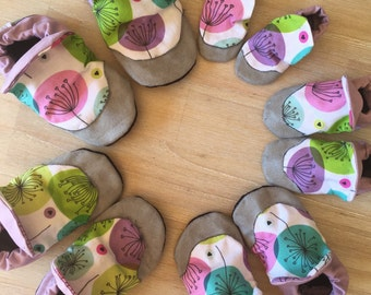 Baby Shoes / Baby Booties / Soft Soled Shoes / Newborn Slippers / Pick any colour