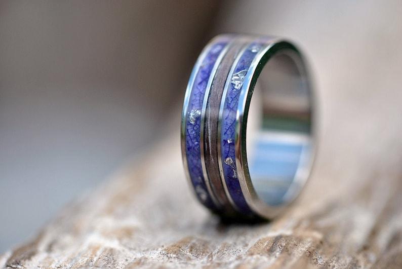 Titanium wedding band mens Titanium anniversary,Silver titanium ring Men/'s Titanium Wedding Band With Whiskey Barrel Wood And Blue flowers