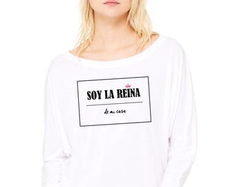 Woman tee with bat sleeves. SOY LA REINA de mi casa.