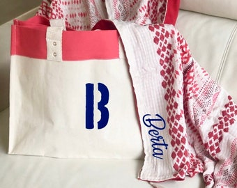 Pack beach towel plus beach bag personalized. In blue or red.