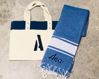 Pack beach towel plus beach bag personalized. In blue, red or beige.