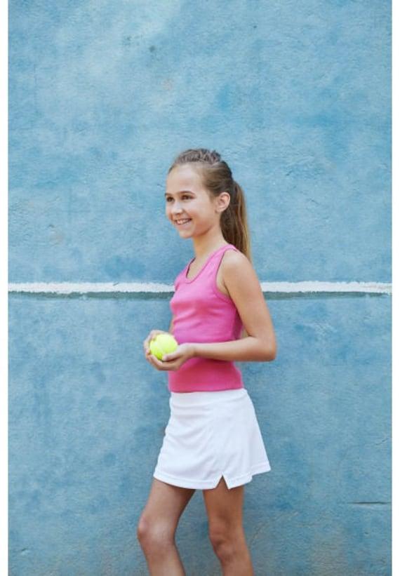 Skirt for girls De Tee En Tee logo in different colors.