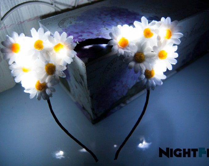 Featured listing image: White Winter Daisy Kitty NightFlo (White LED as Shown)