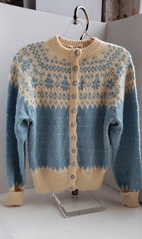 Beautiful Vintage Hand Knit Danish Blue & Ivory Wool Snowflake Pattern Cardigan