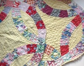 Vintage 1940s Double Wedding Ring Feedsack Quilt Pieces - 2 Lg Pieces for Crafting and Embellishment - Slow Stitching Junk Journaling Too