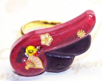 Bague résine, ajustable,cabochon aile d'ange, inspiration japonaise, original design peint à la main, idée cadeau, bijoux kawaii