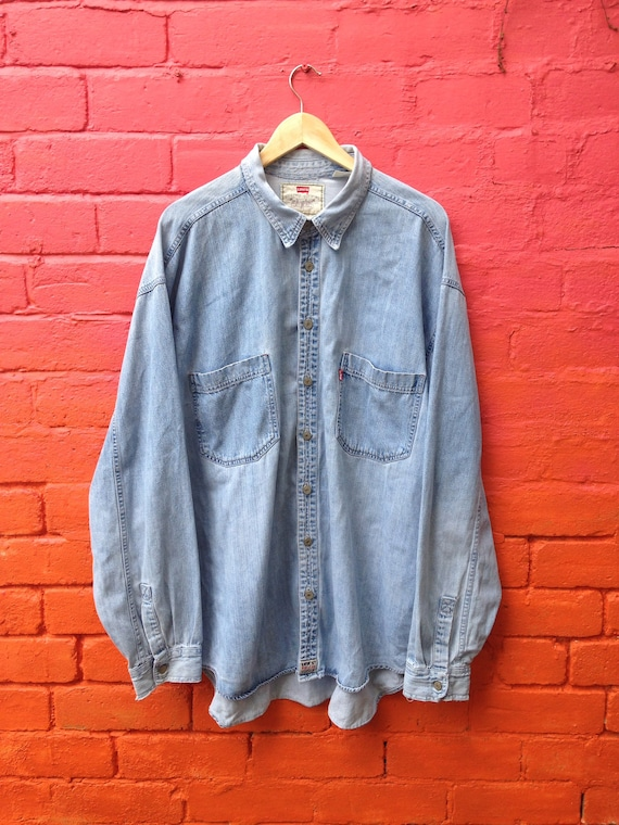 Vintage 90s Levis Red Tab distressed light blue de