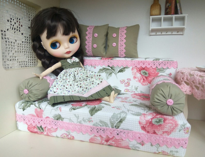 Strange 1 6 Size Miniature Sofa Blythe Pink Green Doll Sofa Bed With 2 Pillows Playscale Diorama Furniture Blythe Barbie Pullip Eah Bedding 12 Bralicious Painted Fabric Chair Ideas Braliciousco