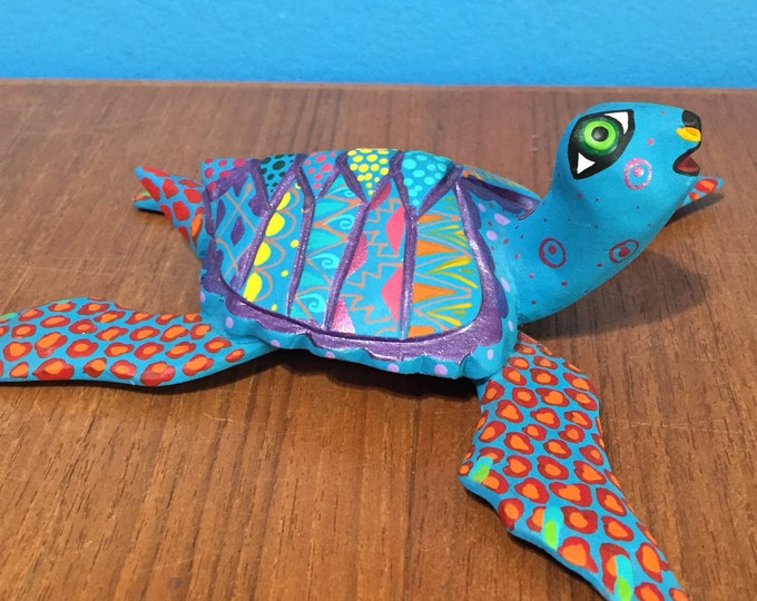 Alebrije Turtle Handcrafted Wood Carving by Zeny Fuentes & Reyna Piña from Oaxaca, Mexico.