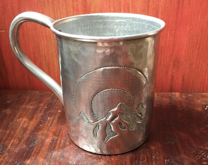 18oz Hammered Aluminum Mug w/ Colorado C with mountains engraving