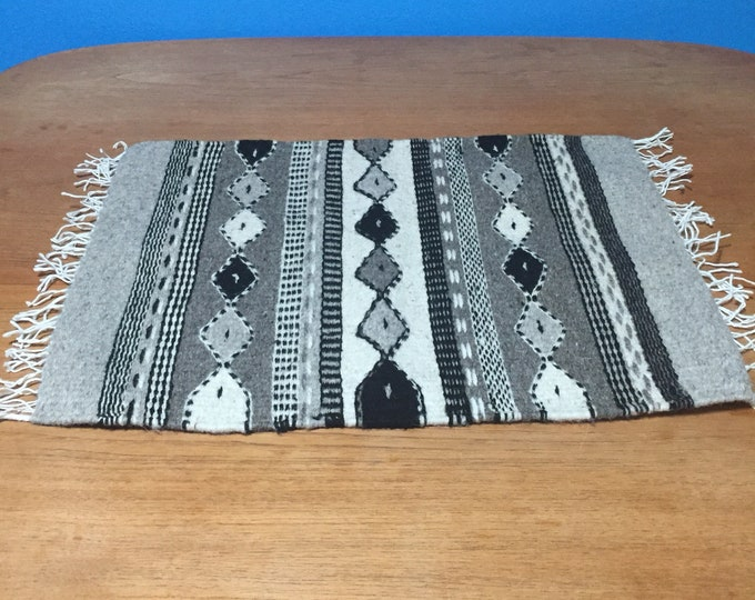"""Zapotec hand woven merino wool table centerpiece 20"""" x 15"""" naturally dyed"""