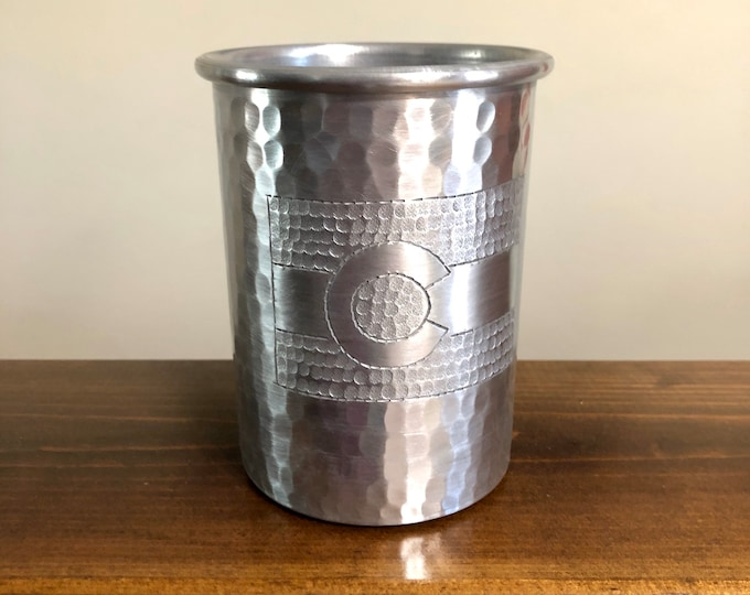 16oz Hammered Aluminum Tumbler with Colorado Flag hand engraving
