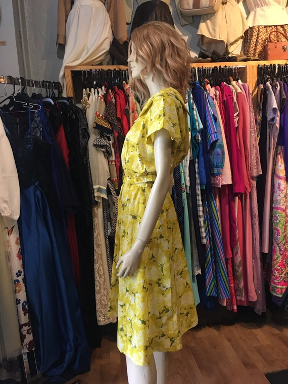 1950s Vintage yellow floral dress with belt - image 3