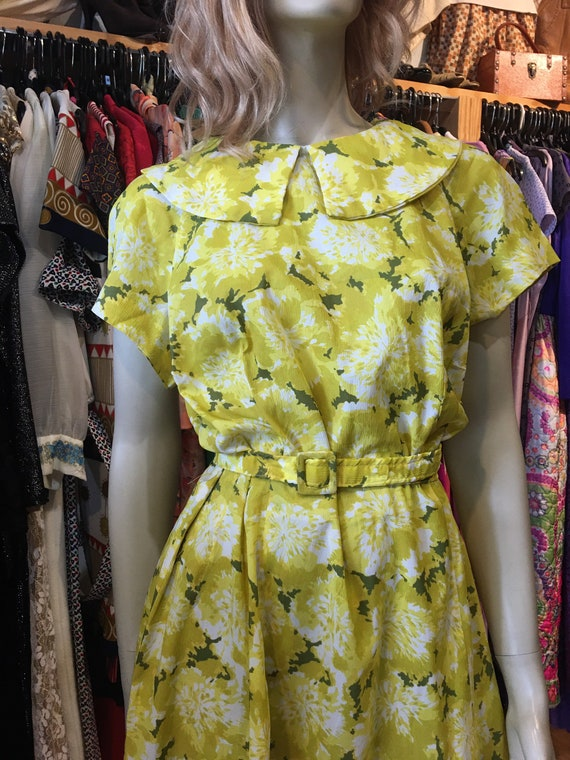 1950s Vintage yellow floral dress with belt - image 2