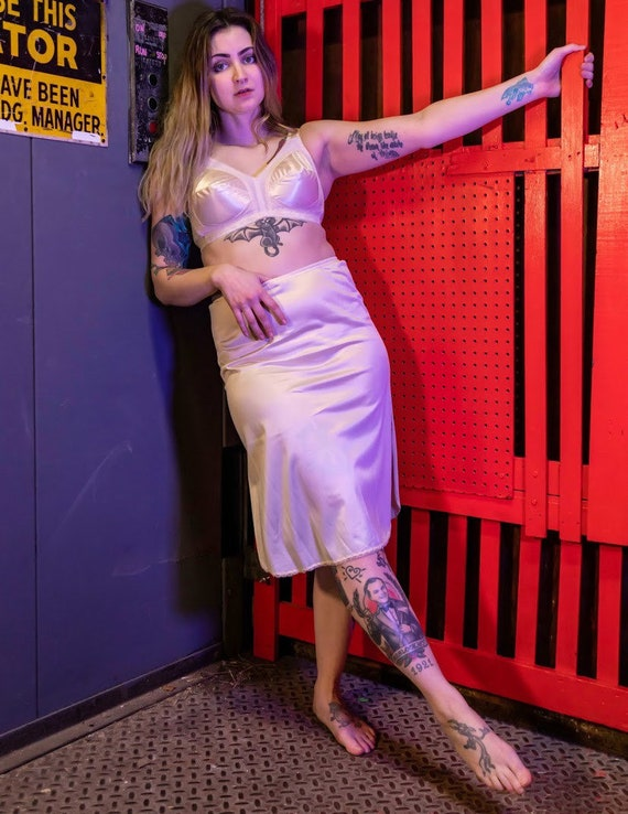 Vintage beige skirt slip