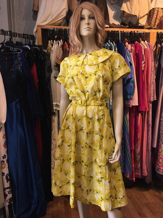 1950s Vintage yellow floral dress with belt - image 1