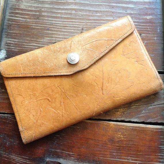 Vintage Oak Leaf Pattern Leather Wallet