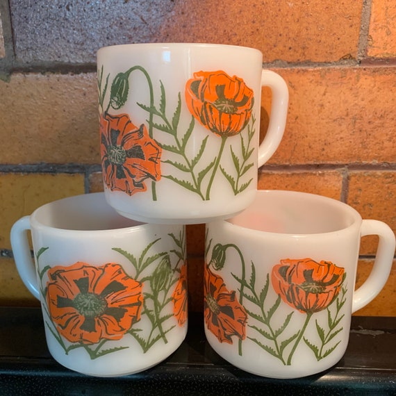 Federal milk glass poppy mug set