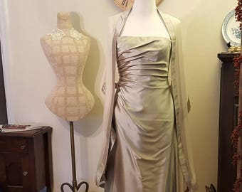 Long gown/Long Floor Length Silver Gray gown with Shawl size 8 /Mother of Bride/Mother of Groom/Gown size 8