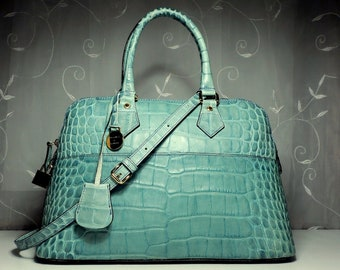 perpetual pursuit of keenly curated vintage by SolePurseSuit