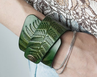 Green Leather Cuff Bracelet for Women with Snap Closure, Fern Botanical Ornaments, Nature Inspired, Embossed, Handpainted, Women's Bracelet