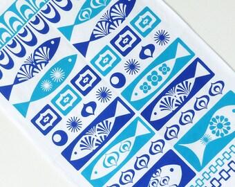 Tea Towel / Retro Tea Towel / Fish Tea Towel / Vintage Tea Towel / Blue Tea Towel / Blue Kitchen Decor / Mid Century Kitchen / Blue Kitchen