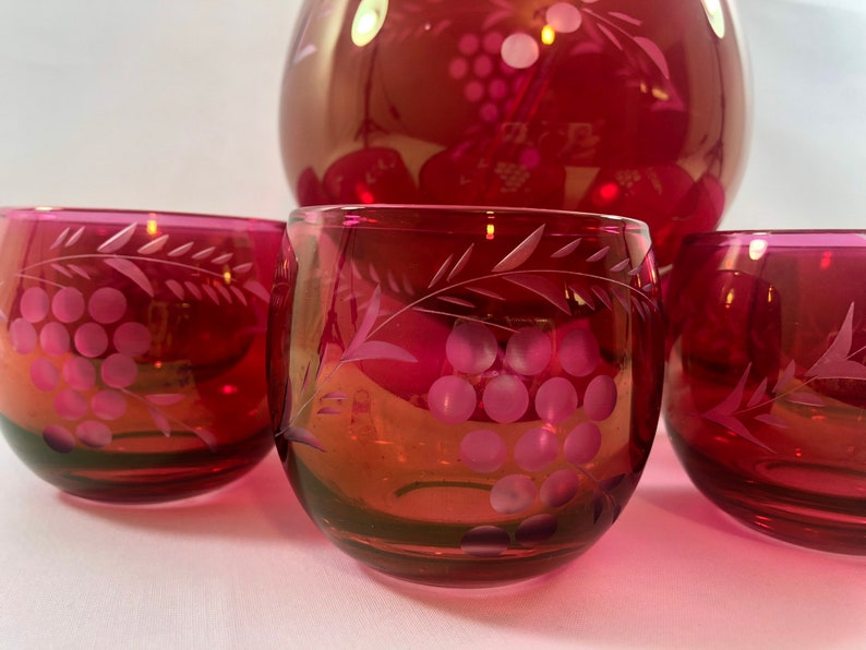 Mid century modern cocktail set cranberry red glass etched martini pitcher 6 roly poly glasses glass stir stick MCM barware 1950s 1960s