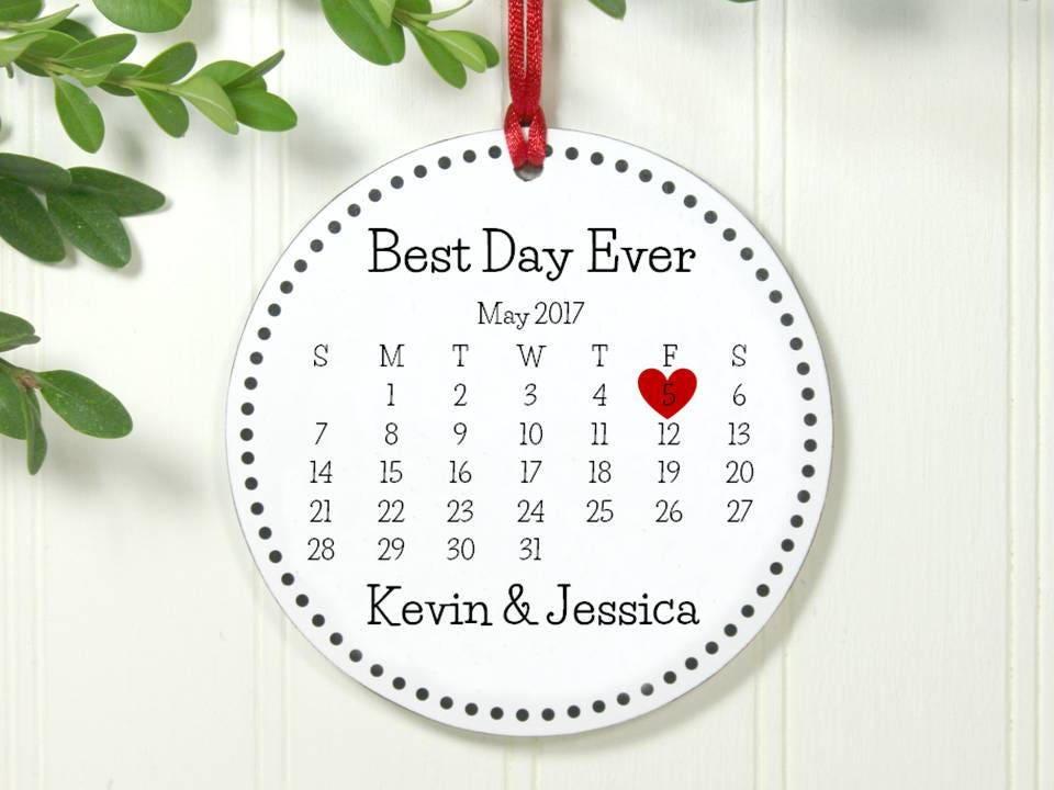 Christmas Ornament Wedding Gift: Christmas Wedding Gift Best Day Ever Calendar Ornament