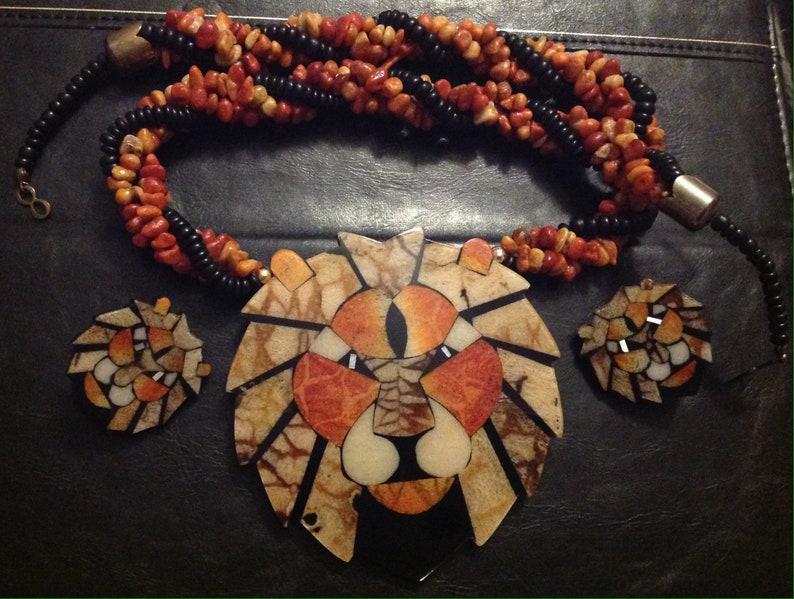 Vintage Inlaid Lion Pendant Festoon or Bib Necklace /& Clip Earrings Jewelry Set Animal Stone Wood Black Orange Deco 70/'s