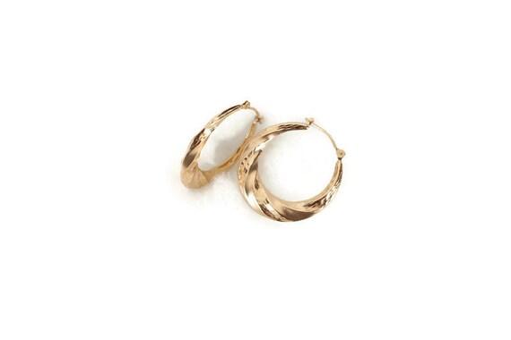 Hollow Twist design Hoop 14K Gold Earring