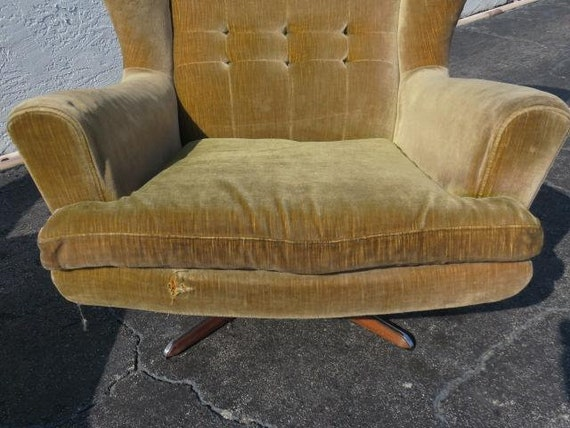 Miraculous Pair Of Swivel Lounge Chairs By Sven Skipper Scandinavian Modern Denmark Ibusinesslaw Wood Chair Design Ideas Ibusinesslaworg