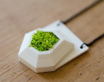 3d printed eco friendly pendant necklace bio vegan gift sustainable vegetal digitally handmade moss plants green stabilized lichen