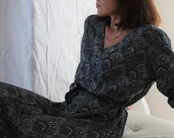 Vintage black/green/beige floral paisley viscose midi dress.size L